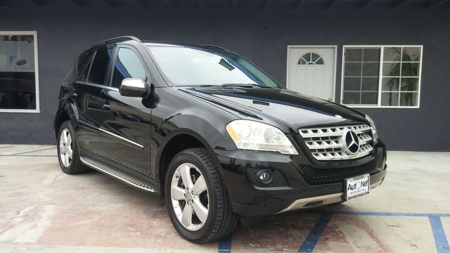 2010 Mercedes ML350 Navigationwith Backup camara This Mercedes-Benz ML350 is the perfect Luxury SU