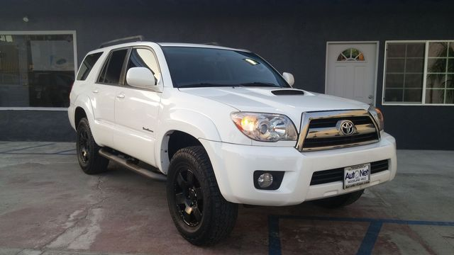 2008 Toyota 4Runner Sport Are you looking for an SUV thats both fun to drive and practical This