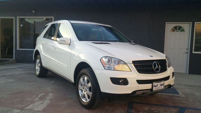 2006 Mercedes ML350 AWD Wow This Mercedes-Benz ML350 is one fine looking SUV White on Gray the