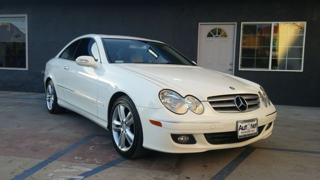 2006 Mercedes CLK350 35L WOW This Mercedes-Benz CLK350 is in amazing condition White on Beige