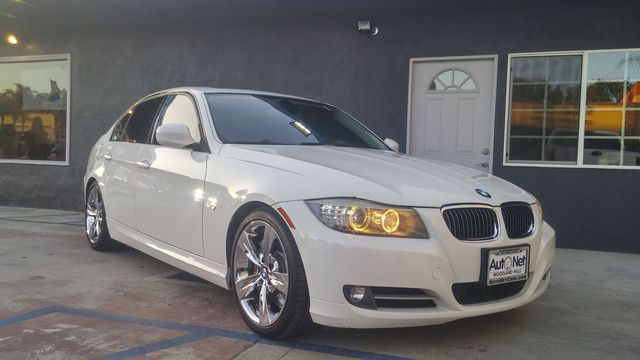 2009 BMW 335i w Sport Premium amp Nav Wow This is one nice 335i This BMW is White on Black w