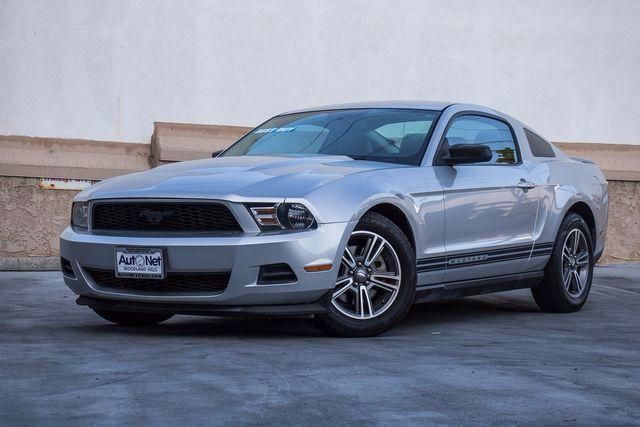 2011 Ford Mustang V6 Premium This 2011 Ford Mustang is the coupe youve been looking for V6 with