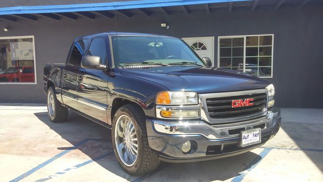 2005 GMC Sierra 1500 SLE Wow This GMC Sierra 1500 SLE is super clean inside and out Blue on Gray