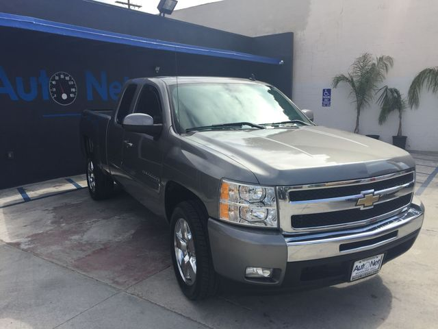 2009 Chevrolet Silverado 1500 LT This 2009 Chevy Silverado 1500 LT has it all Gray on Gray color