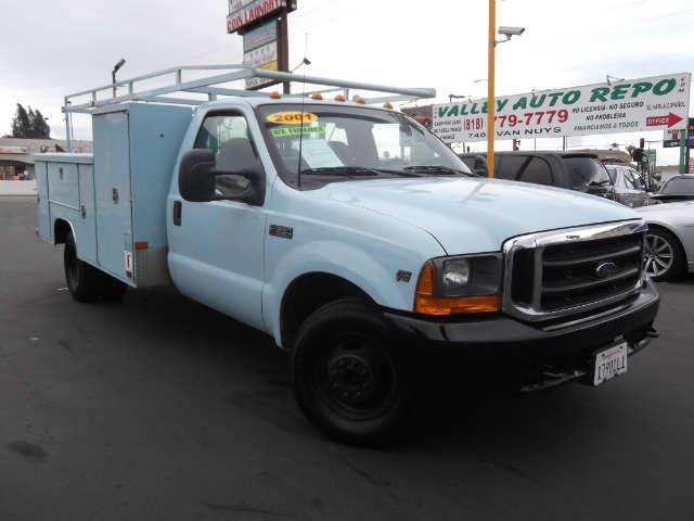 2001 Ford Super Duty F-350 XL UTITLY BED WITH LOTS OF CABINETS TO STORE TOOLSwe sell the repos f