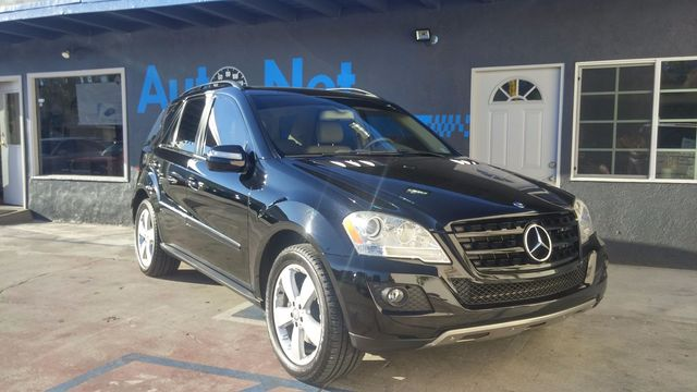 2009 Mercedes ML350 w Premium pkg Nav Take a look at this All-wheel Drive beauty This Mercedes-