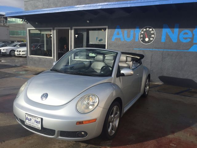 2007 Volkswagen New Beetle 2D GLS POWER TOP This is a 2007 Volkswagen New Beetle SilverGray on Gr