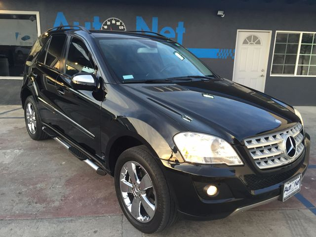 2009 Mercedes ML350 35L w NAVIGATION BACKUP CAMAR WOW this IS AWESOME All-wheel Drive This ML3