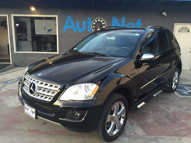 2009 Mercedes ML350 35L w NAVIGATION BACKUP CAMER WOW this IS AWESOME All-wheel Drive This ML3