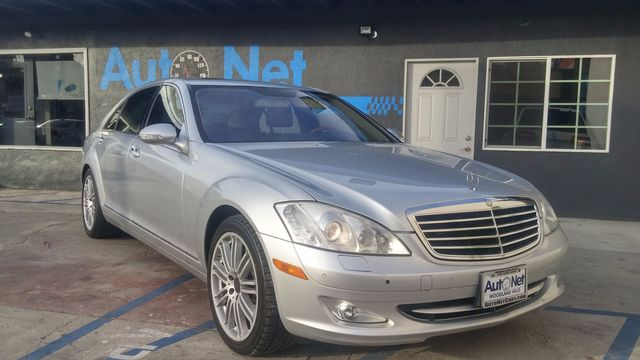 2009 Mercedes S550 55L V8 w Nav WOW Look at this beautiful Mercedes-Benz S550 This luxury vehi