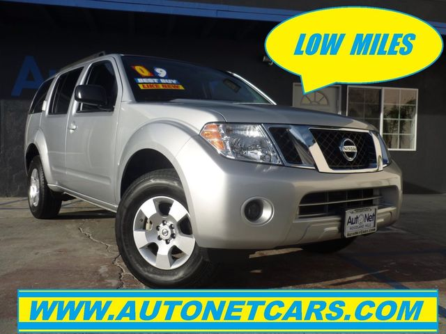 2009 Nissan Pathfinder S 4x4 w 3RD ROW SEATS This 2009 Nissan Pathfinder SE is 4X4 with 67K LOW L