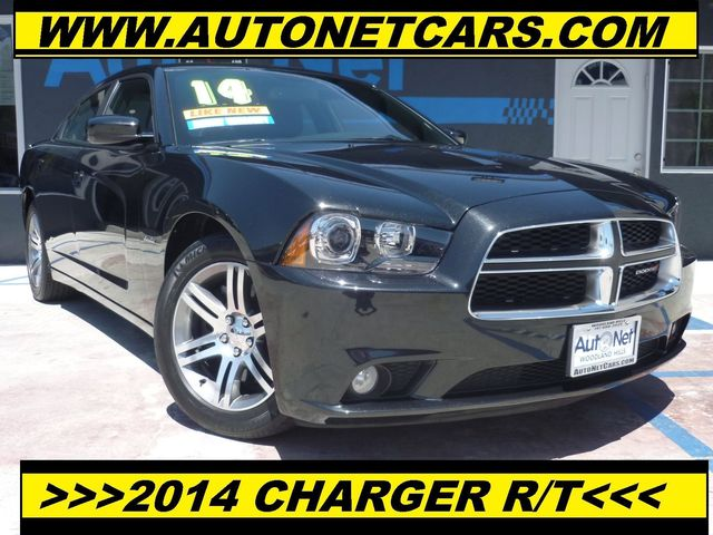 2014 Dodge Charger RT RWD This 2014 Doge RT is Phantom Black Tri-coat Pearl Exterior Paint with B