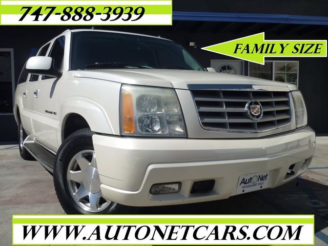 2004 Cadillac Escalade ESV Platinum Edition with DVD player This Cadillac Escalade ESV Platinum Ed