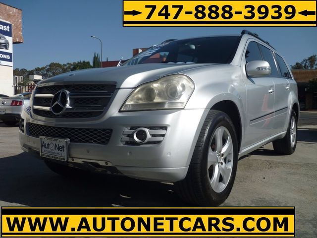 2007 Mercedes GL450 Navigation DVD Back up camera All wheel drive and luxurious this Mercedes-B