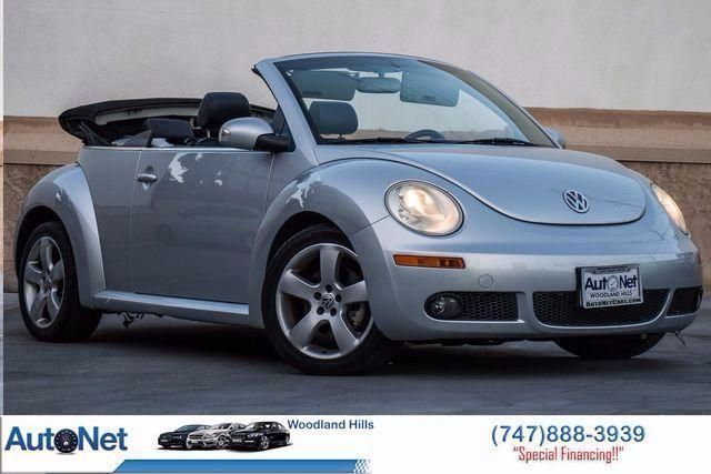 2006 Volkswagen New Beetle GLS Power Top This is a 2006 Volkswagen New Beetle SilverGray on Black