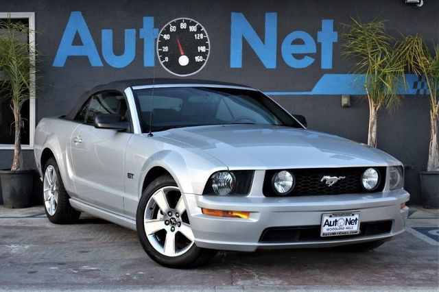 2007 Ford Mustang GT Premium Wow This 07 Mustang GT Convertible is a beauty Gorgeous Silver on B