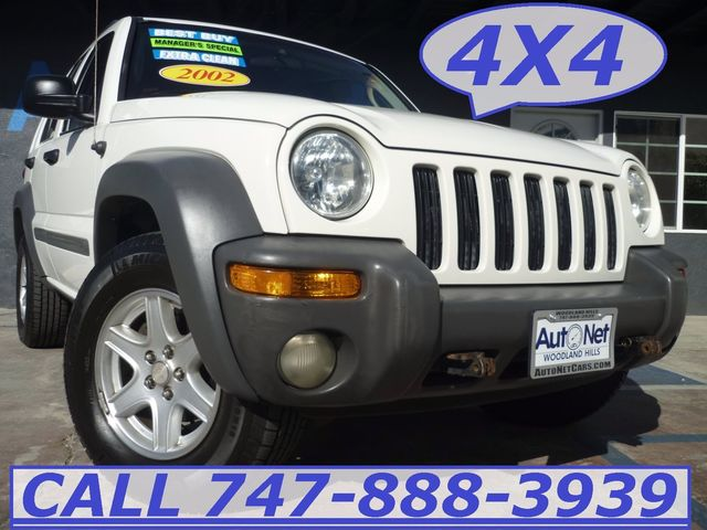 2002 Jeep Liberty Sport 4X4 Looking for a stylish and practical SUV This 2002 Jeep 4X4 Liberty is