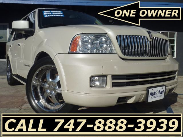 2006 Lincoln Navigator 1Owner Luxury WHITE PEARL Breathtaking is the only word to describe this ve