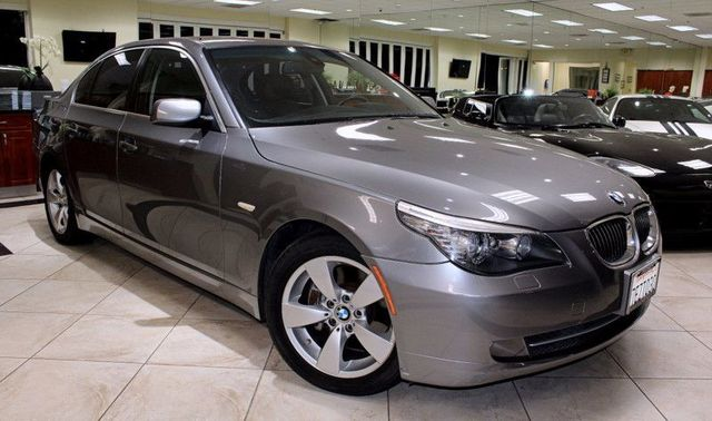 2008 BMW 528i CARFAX CERTIFIED MOON ROOF KEYLESS ENTRY BMW ASSIST BLUETOOTH COME AND CHE