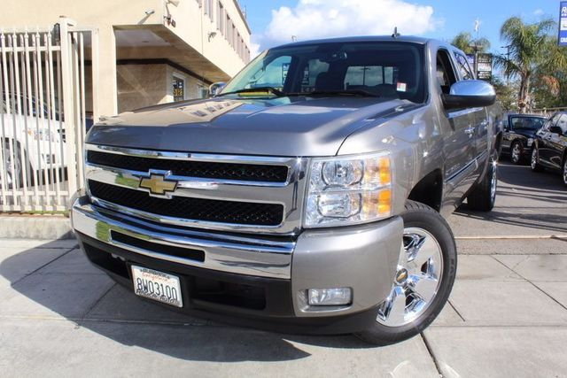 2009 Chevrolet Silverado 1500 LT CARFAX CERTIFIED ONE OWNER LOW MILES REGULAR OIL CHANGES