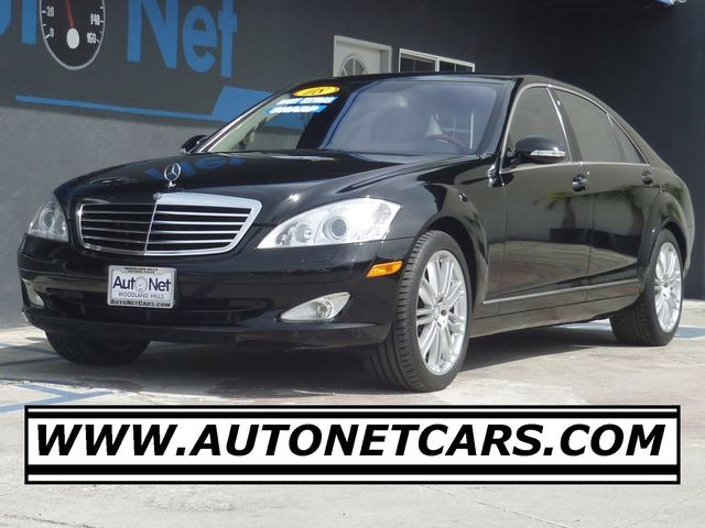 2008 Mercedes S550 ONE OWNER Active body control Navigation This Mercedes-Benz S550 is the ulti