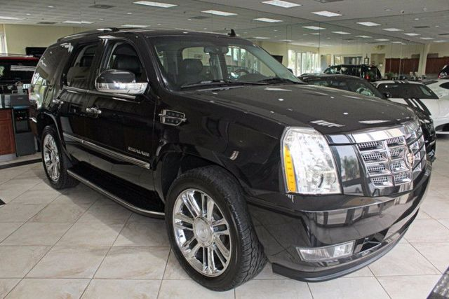 2013 Cadillac Escalade Luxury CARFAX CERTIFIED ONE OWNER FULLY EQUIPPED THIRD ROW SEATING