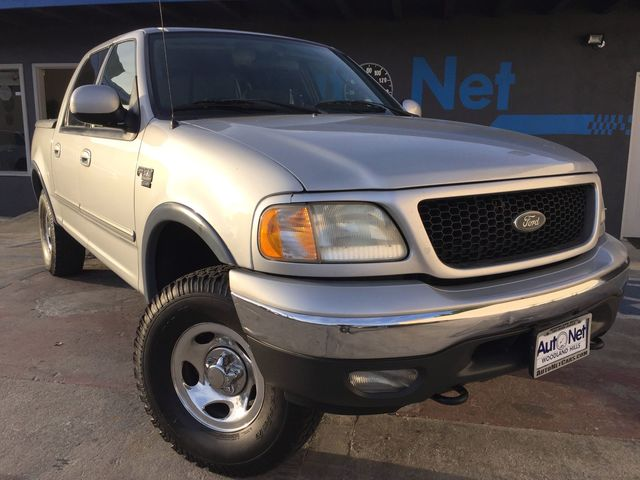 2003 Ford F-150 4WD XLT 4X4 This Ford F-150 XLT Super crew cab is 4 door and 4WD truck youll find