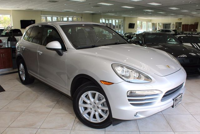 2011 Porsche Cayenne CARFAX CERTIFIED KEY LESS ENTRY BOSE SURROUND SYSTEM NAVIGATION MOON