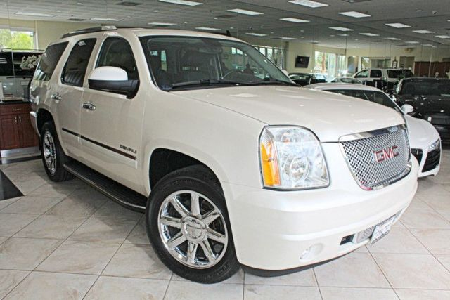 2013 GMC Yukon Denali CARFAX CERTIFIED ONE OWNER FULLY LOADED THIRD ROW SEATING DVD SYSTEM