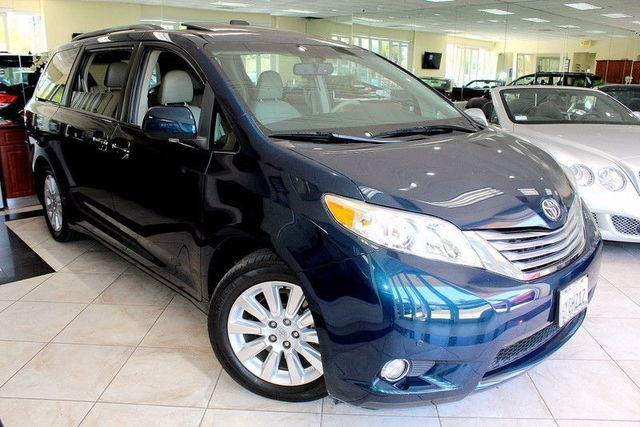 2011 Toyota Sienna Limited CARFAX CERTIFIED THIRD ROW SEATING KEY LESS ENTRY KEY LESS START