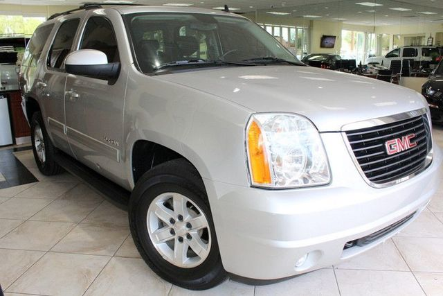 2010 GMC Yukon SLT CARFAX CERTIFIED THIRD ROW SEATING DVD SYSTEM AUTO RIDE SUSPENSION BACK