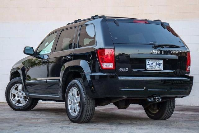 2007 Jeep Grand Cherokee Laredo LEATHER AND MOONROOF 4X4 Looking for a reliable 4x4 JEEP Look no