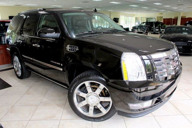 2008 Cadillac Escalade CARFAX CERTIFIED ONE OWNER LOW MILES THIRD ROW SEATING DVD SYSTEM