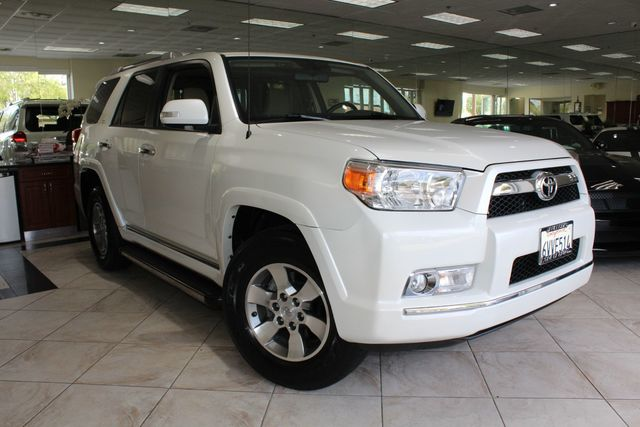2012 Toyota 4Runner SR5 CARFAX CERTIFIED ONE OWNER KEY LESS ENTRY BLUETOOTH WIRELESS PREMI