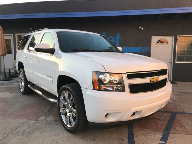 2008 Chevrolet Tahoe LT 4x4 This 2008 Chevy Tahoe LT is the one Beautiful White on Black color co