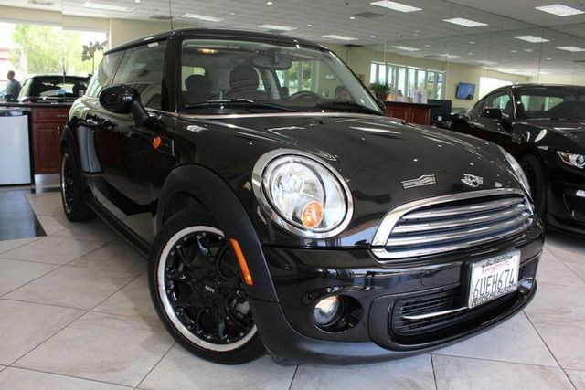 2012 MINI Cooper Hardtop Hatchback CARFAX CERTIFIED ONE OWNER KEY LESS ENTRY BLUETOOTH WIREL