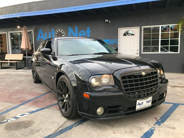 2006 Chrysler 300C SRT8 61 HEMI This 2006 SRT 8 Chrysler 300 black on black combo This rear Whe
