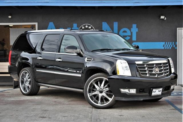 2008 Cadillac Escalade ESV Gorgeous 2008 Escallade ESV AWD equipped with a 62L V8 that produces 4