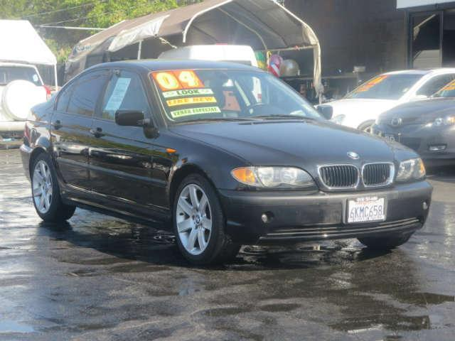 2004 BMW 325i OUTSTANDING BMW RUNS SMOOTH CLEAN INSIDE AND OUT SPACIOUS AND COMFORTABLE COME I