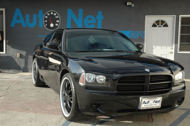 2009 Dodge Charger SE w Black Rims Wow Take a look at this 4 door beauty This 2009 Dodge Charge