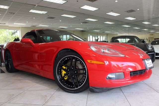 2005 Chevrolet Corvette MAKE SIMPLE ERRANDS INTO HIGH OCTANE TRIPS WITH THIS SUPER CLEAN LOW MILEA