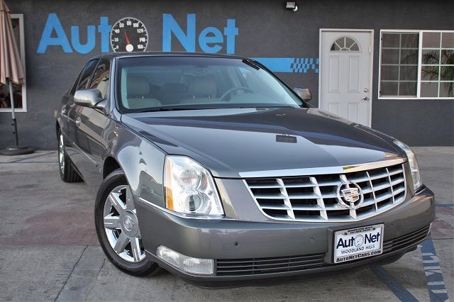 2006 Cadillac DTS with Luxury WE ARE HAVING A GIANT SALES NOW Take a Look at our 2006 Cadillac DT