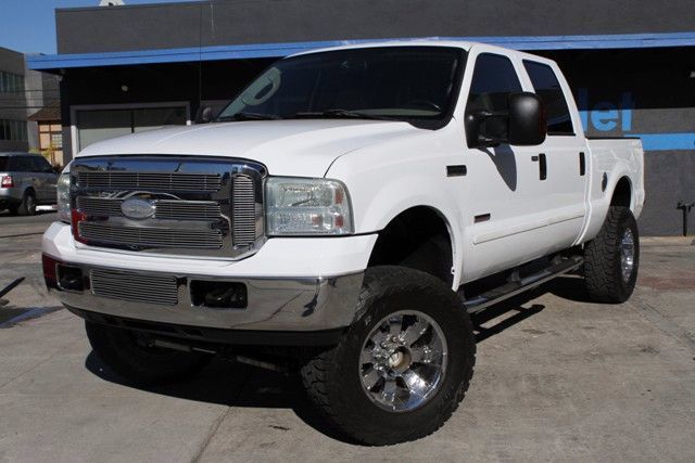 2007 Ford Super Duty F-250 Lariat This 2007 FORD 4X4 F250 SUPER DUTY Lariat LIFTED Crew Pickup 60