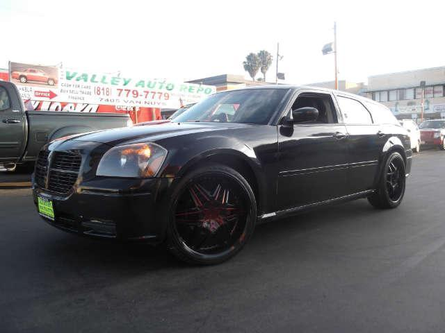2005 Dodge Magnum SE we sell the repos for the banks which means the banks loss is a cheaper