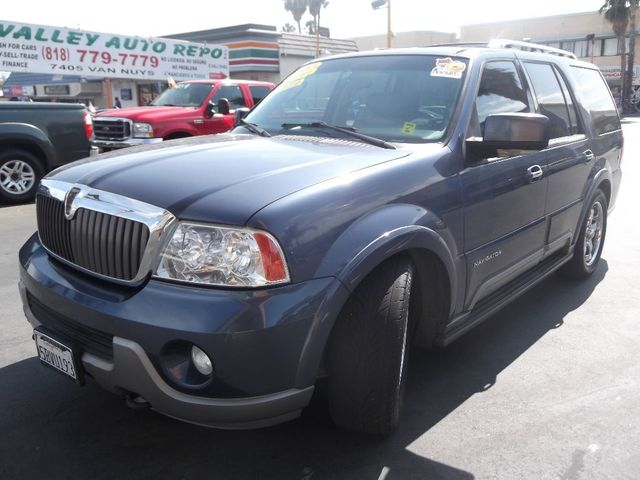 2003 Lincoln Navigator Luxury Looking for luxury and prestige in a full-sized SUV Our Navigator of