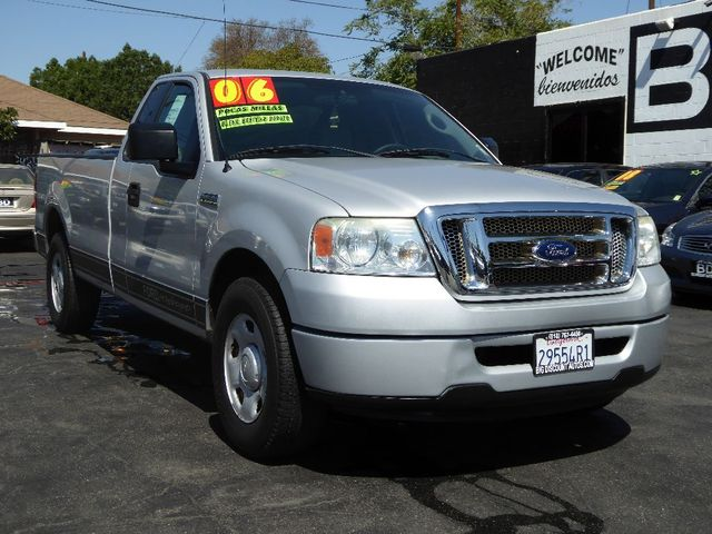 2006 Ford F-150 XL EXCELLENT PICK-UP GREAT FOR WORK RUNS GREAT COME IN FOR A TEST DRIVE