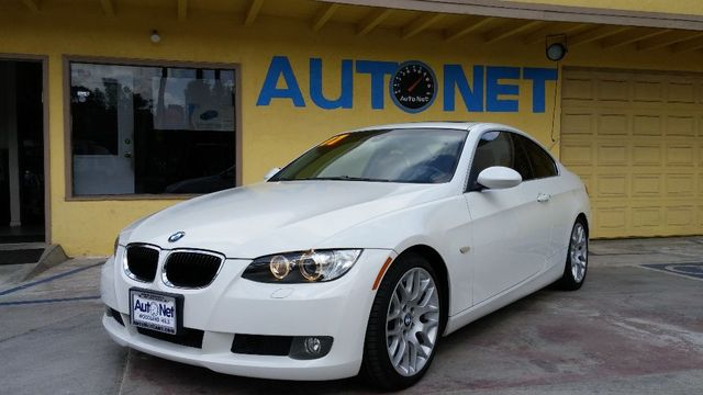 2007 BMW 328CICoupeSPORTPACKAGE This BMW 328i Coupe is a beautiful car Gorgeous color combination
