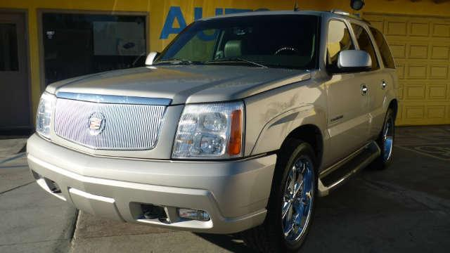 2006 Cadillac Escalade This Cadillac Escalade is truly a luxurious SUV Clean carfax It has a keyl
