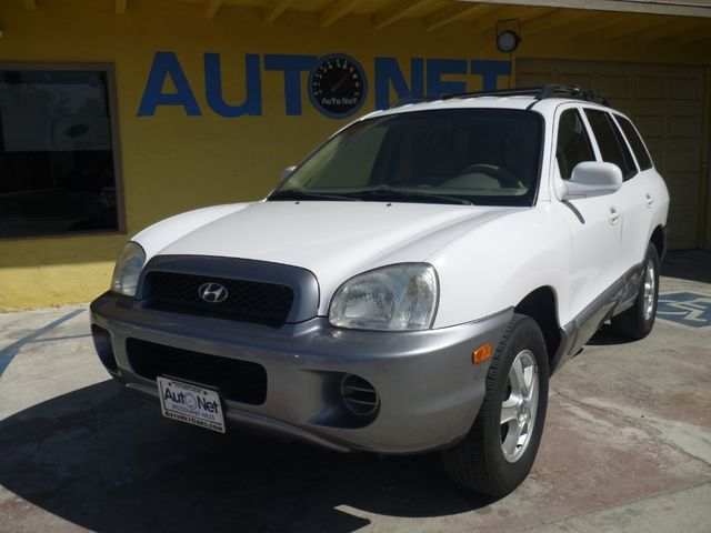2004 Hyundai Santa Fe 1 OWNER Looking for an SUV with a smaller engine You got it This Hyundai Sa