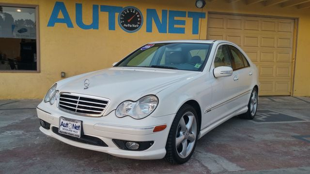 2006 Mercedes C-Class Sport Package This Mercedes-Benz C230 is in amazing condition Looks perfect